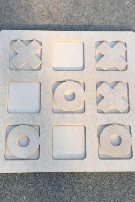 Wood travel Tic Tac Toe puzzle. Choice of plain or painted.
